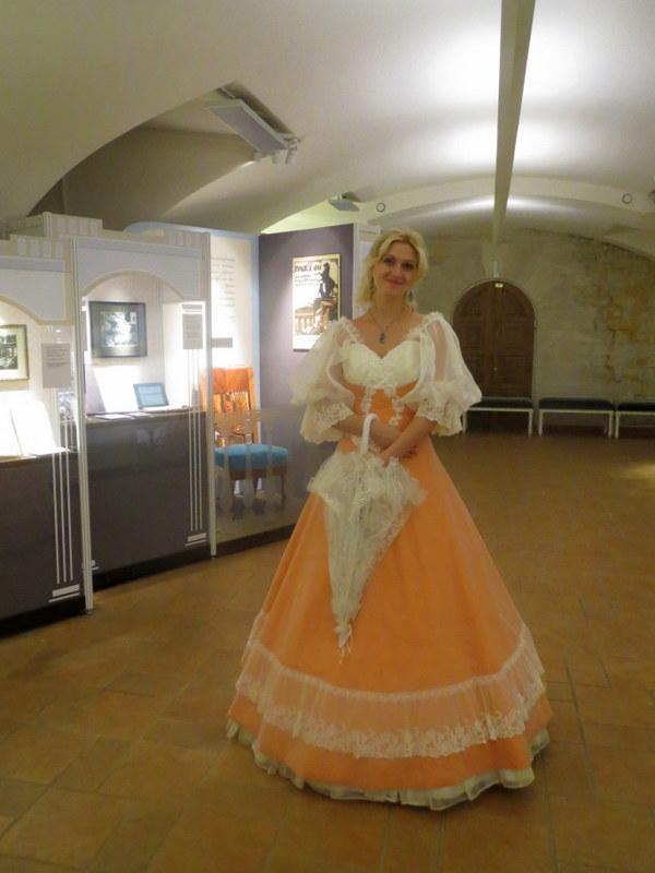 Инна Александровна, зав. отд. музея  Усадьба Остафьево