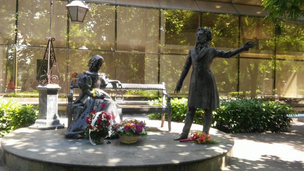 Памятник Пушкину в Черногории